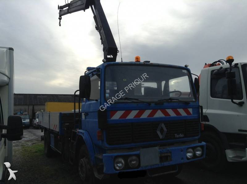 1524987-camion-renault-plateau